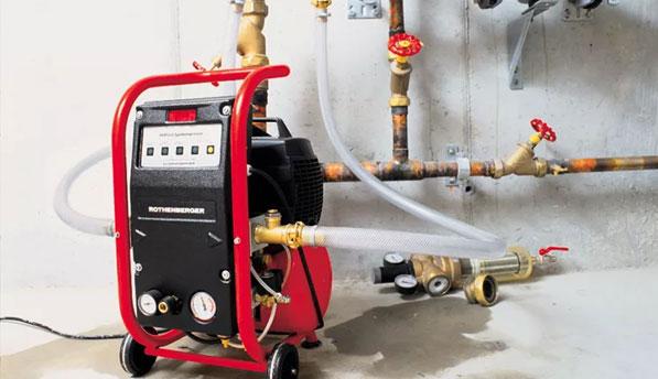Каким способом осуществляется промывка внутренней системы отопления здания.